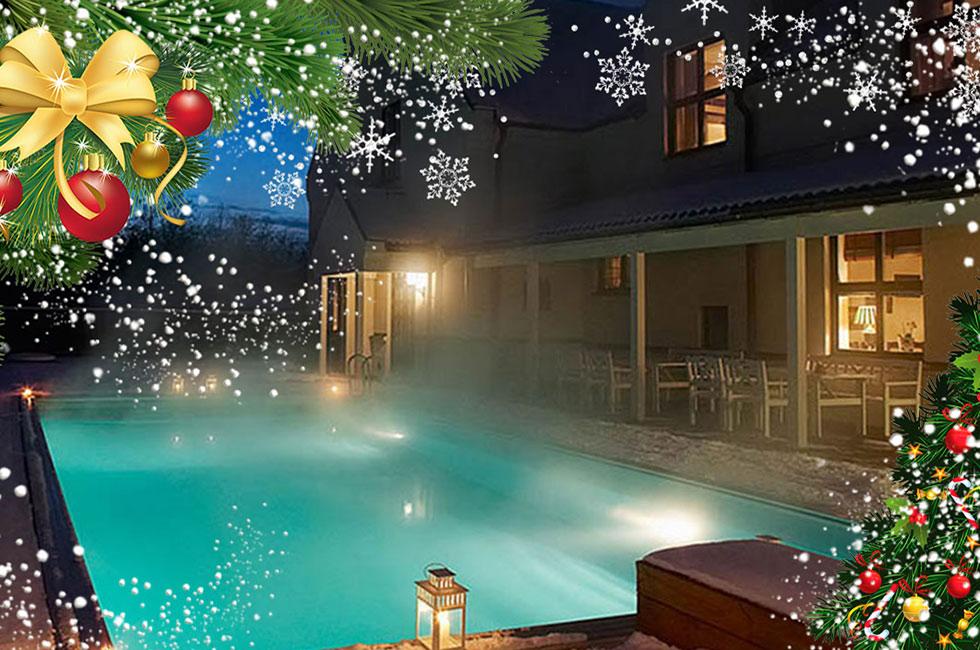 Poolen på Villa Mälargården med juldekor