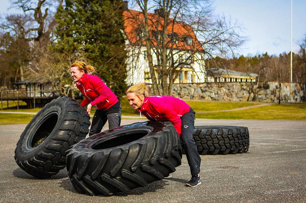 60 meter däck - välta traktordäck - en av grenarna i Happy Tammsviks Brolympiad