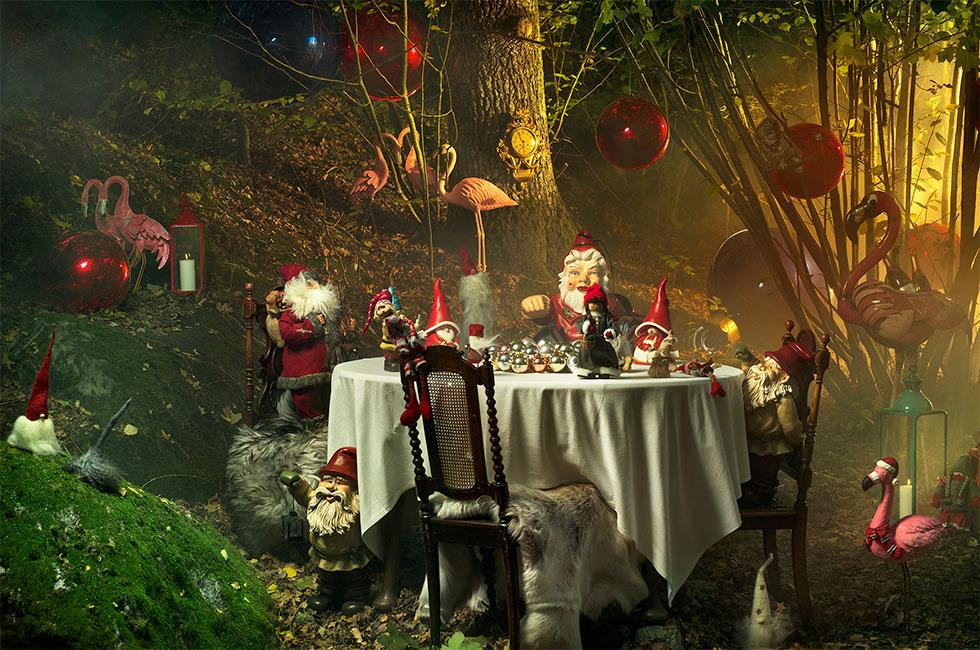 Julbord på Happy Tammsvik med Tomtar och Flamingos och jättestora julgranskulor