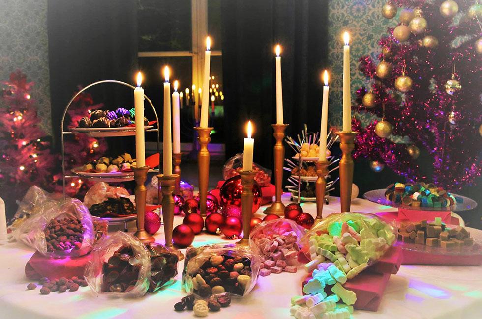 Julbord, dessertbord med tända ljus