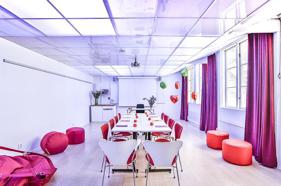 Konferenslokal med energiljus