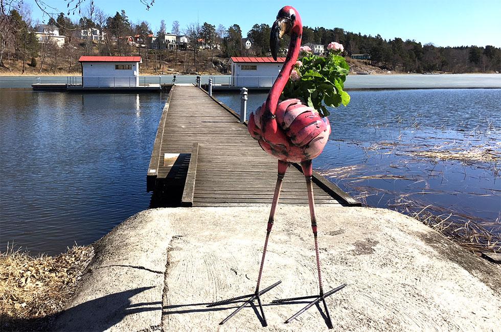 Flamingo gjord av oljefat